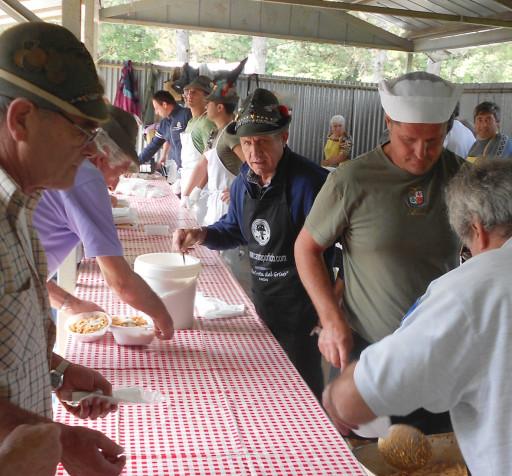 Raduno del Bernadia, la pastasciutta.