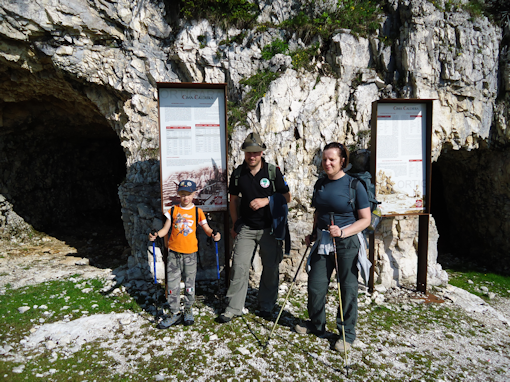 Da sinistra: Denis, papà Fabrizio e Paola.